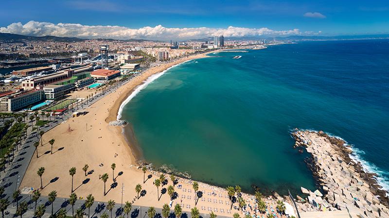 Vista da praia na cidade de Barcelona