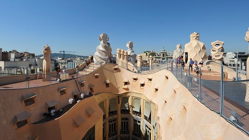 Área superior da Cada Milà de Gaudí em Barcelona