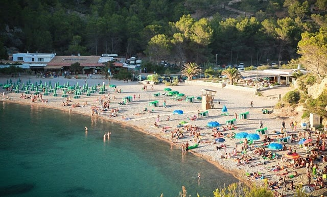 Praia Cala Benirràs em Ibiza