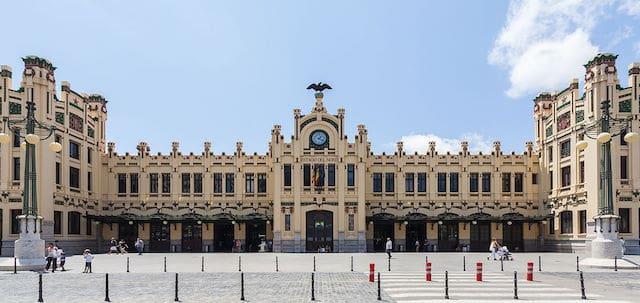 Viagem de trem de Barcelona a Valência