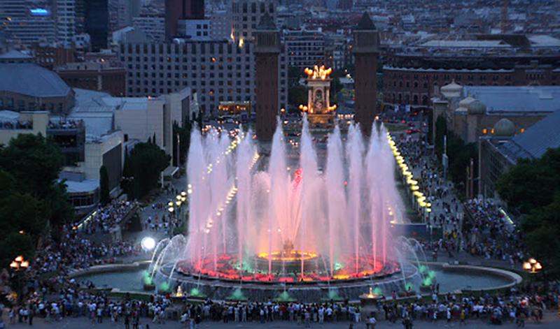 Vista aérea do Luzes do Show das Fontes de Montjuic em Barcelona