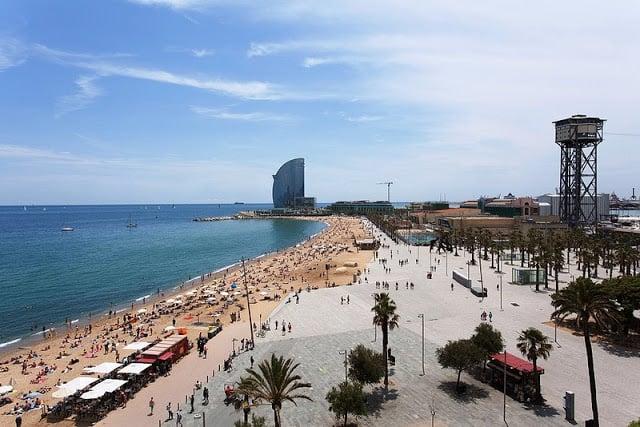 10 bares e clubes de praia na região de Port Vell em Barcelona