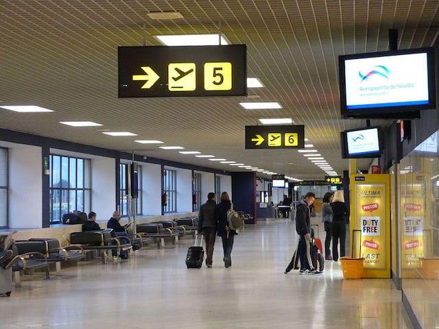 Como ir do aeroporto de Sevilha até o centro turístico