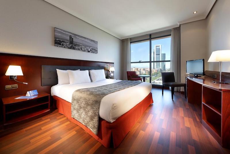 Hotel Vía Castellana em Madri - quarto