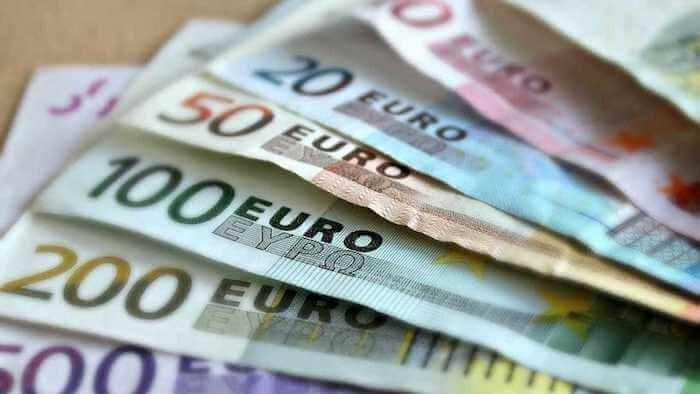 Notas de euros em espécie