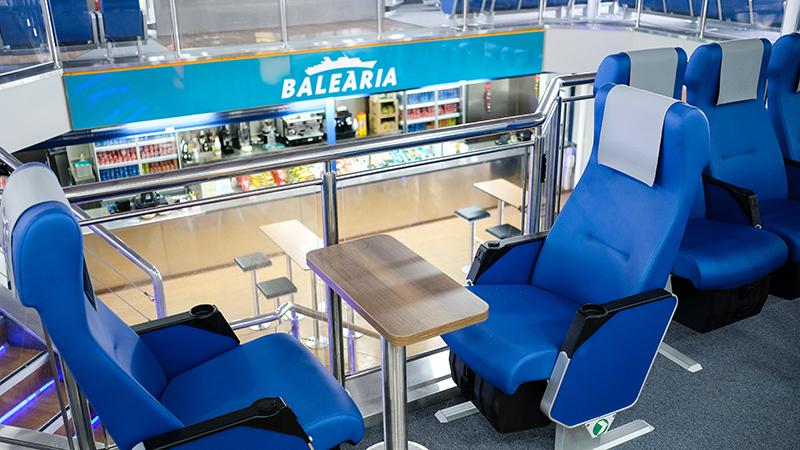 Interior de Ferry da empresa Balearia