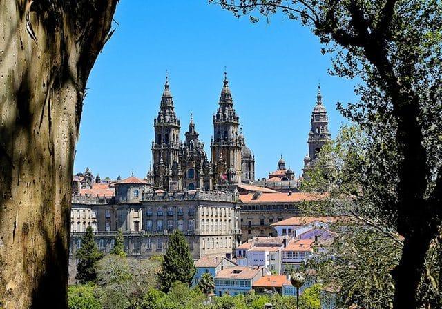 Meses de alta e baixa temporada em Santiago de Compostela