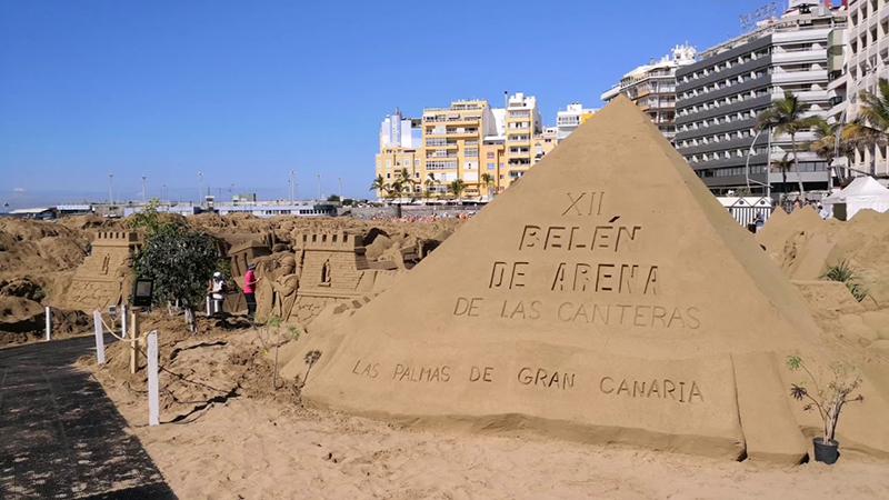 Esculturas de areia natalinas na Playa de las Canteras