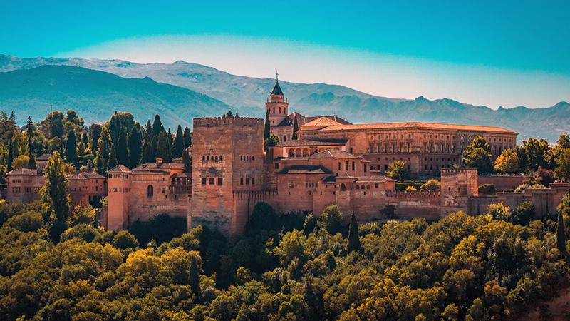 Meses de alta e baixa temporada em Granada